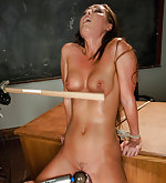 Squirting damsel machine fucked in bondage